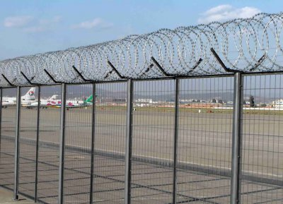 What are the advantages airport fence?